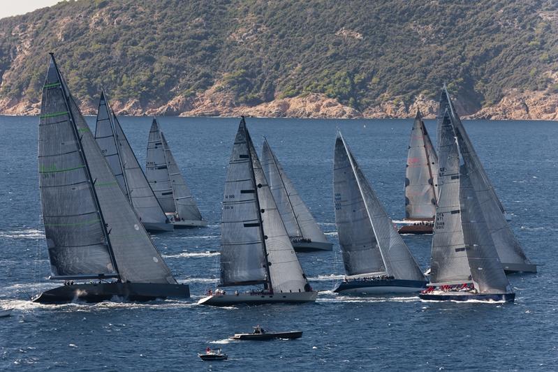 wally-class-race-start_voiles de st tropez photo-gilles-martin-raget-